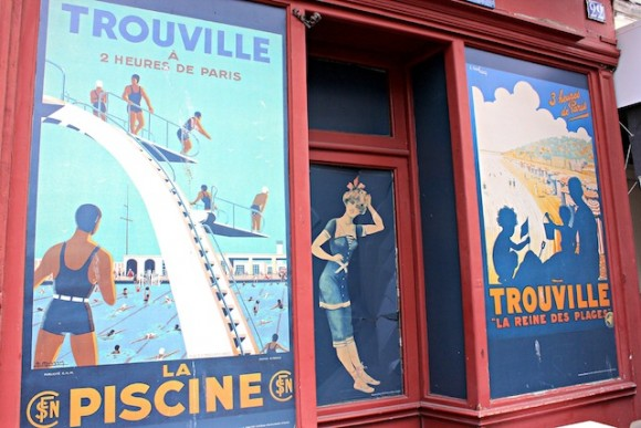 Vintage paintings in the streets of Trouville