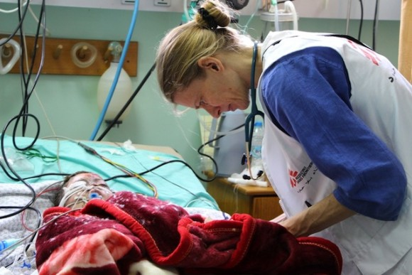 Kelly Dilworth, MSF anesthetist, in the intensive care unit of the burnt service of Shifa hospital where two brothers, 8 and 4 years old, are hospitalised after being severely burned when a missile fell on their house.  Photo: Samantha Maurin/MSF