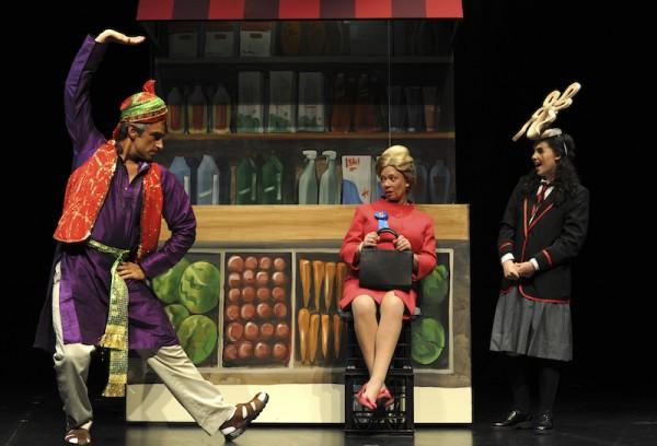 9. Johnny Nasser, Hannah Waterman, Romy Watson in Mr Stink (photo Heidrun Lohr)